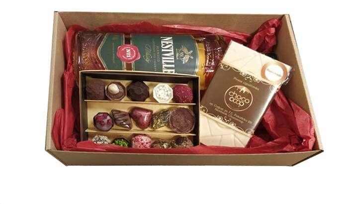 Подаръчна кутия с ръчно изработени бонбони 15бр